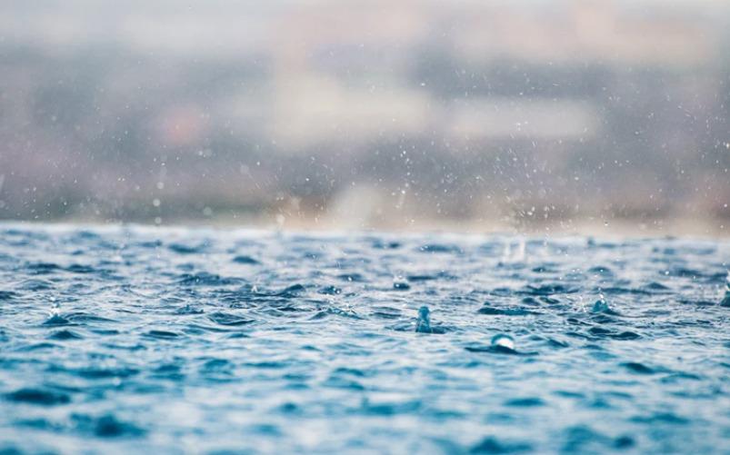 基礎工事の時に雨が降って、プールになってる。【これ大丈夫?】