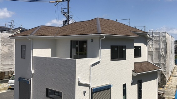 一建設の屋根材は「スレート」or「アスファルトシングル」