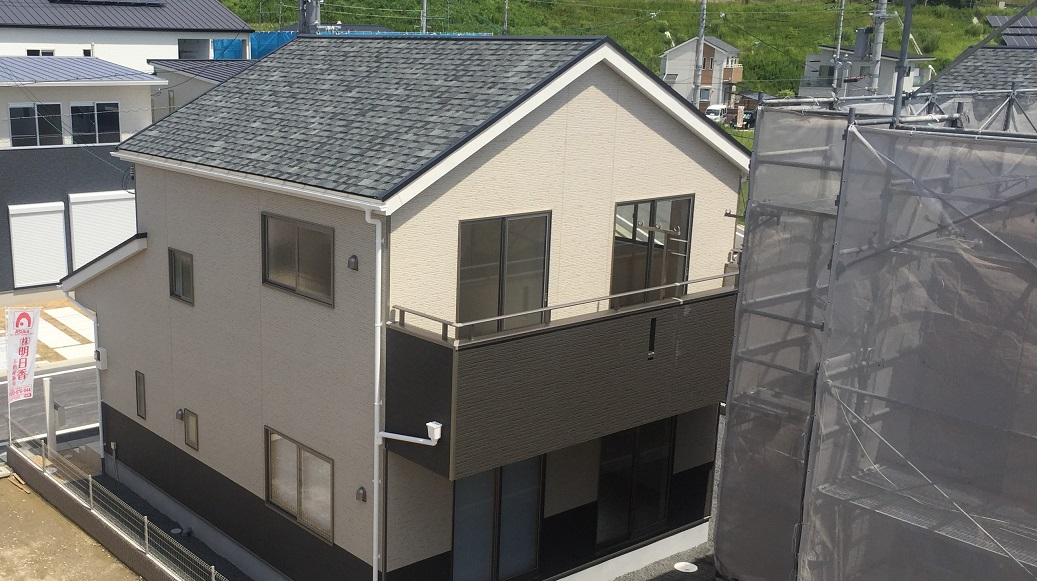 アーネストワンの屋根材はアスファルトシングル【建売住宅の屋根材】