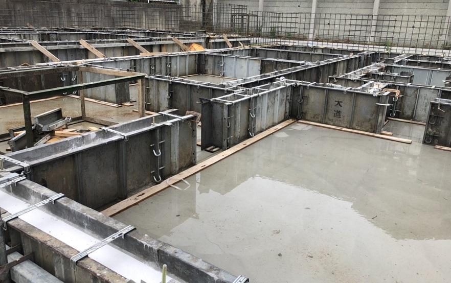 施工中に雨が降ると乾かす期間を