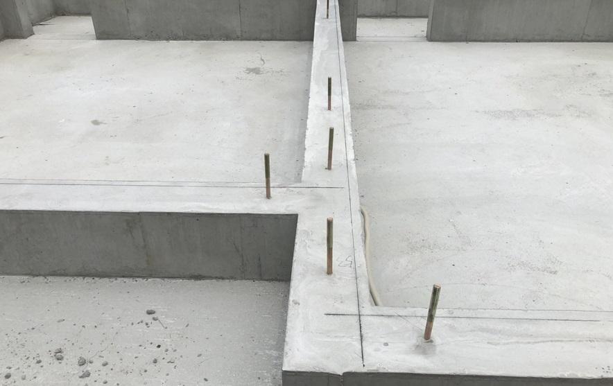 型枠を外す・基礎の上に建物を・・・